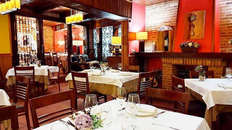 Comedor y mesas del mesón 239
