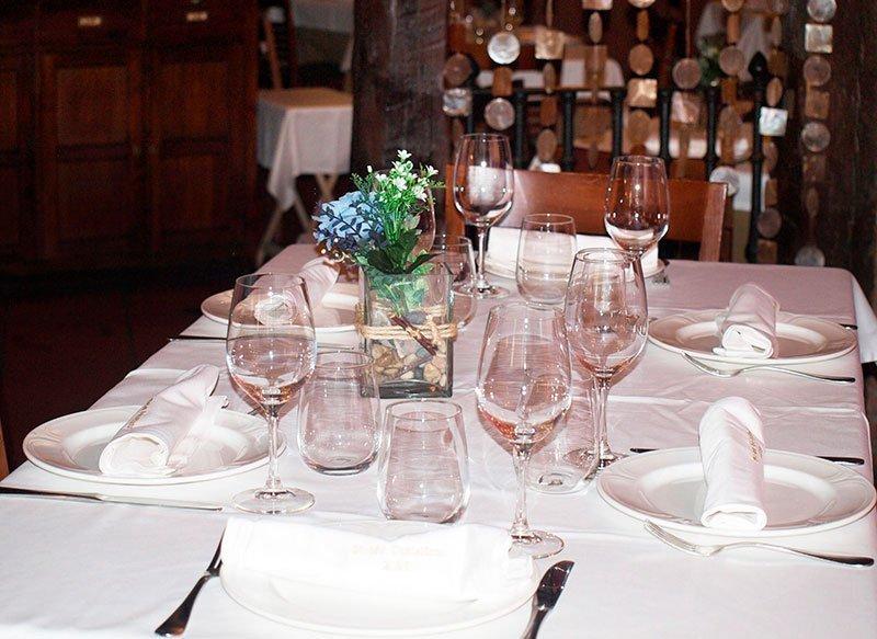Más mesas y copas del Mesón 239 en Tudela de Duero