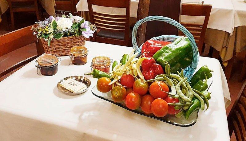 Comedor Mesón 239 en Tudela de Duero cesta con verduras